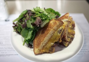 Skillet-grilled-cheese-bacon-jam