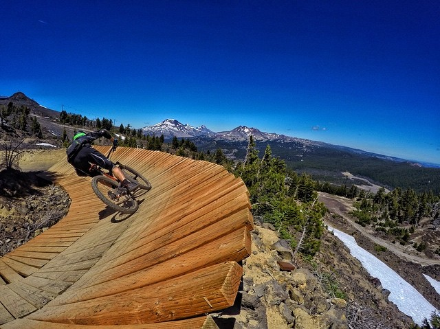 It's easy to see what makes @mtbachelor a difficult bike park. Having to focus on the trail when there are views like this grabbing your attention.