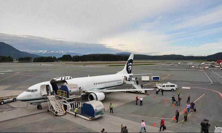 45a92e205e95 The end of an era  Alaska retires unique cargo-passenger  combi ...