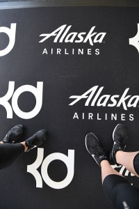 5b6e03ad45e9 Kevin Durant surprises nearly 50 youth basketball players on  Flight ...