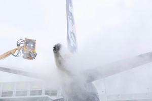 Alaska jet gets deiced at Sea-Tac